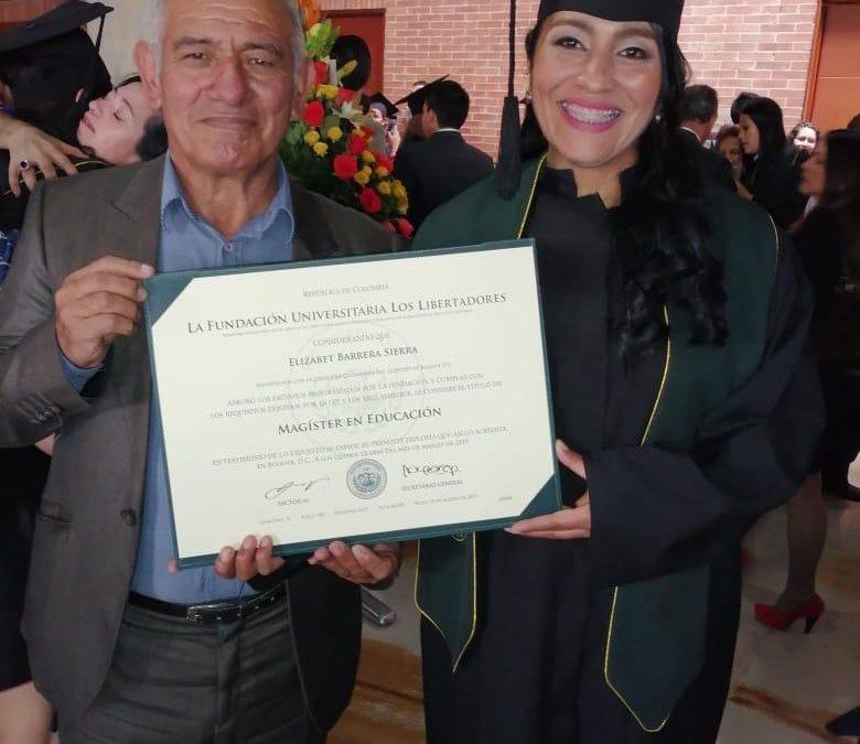 Rectora del Liceo Lunita de Chía obtiene grado de Magister en Educación